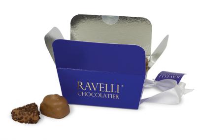 Conisch bakje met strik voor chocolade met interieur cadeauverpakking