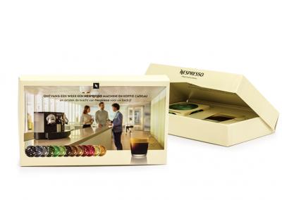 Scharnierbox van omplakte kartonnage met karton interieur voor Nespresso
